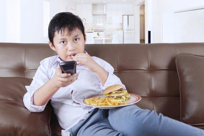 Hạn chế các hoạt động tĩnh như xem tivi hay chơi điện tử.