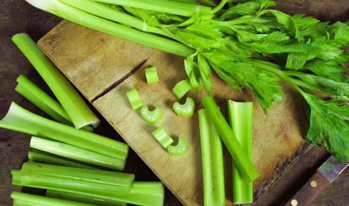Thực đơn giảm cân với rau cần tây luộc