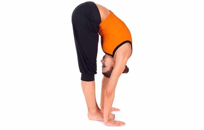 Cúi gập người cũng là bài tập giúp tăng chiều cao.