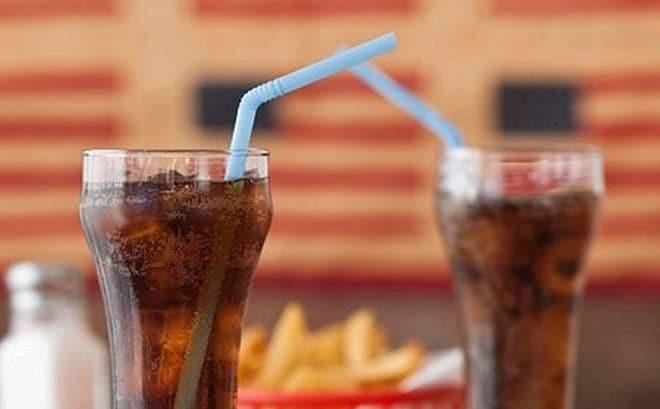 Hạn chế thức uống có ga và chất kích thích.