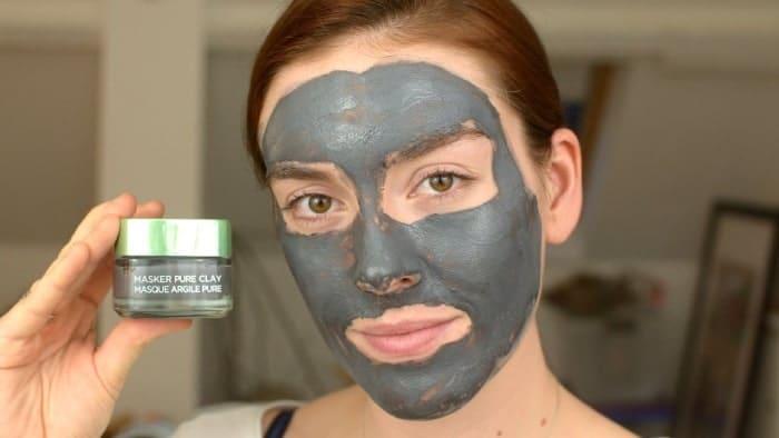 Khách hàng sử dụng mặt nạ thải độc Loreal trên da