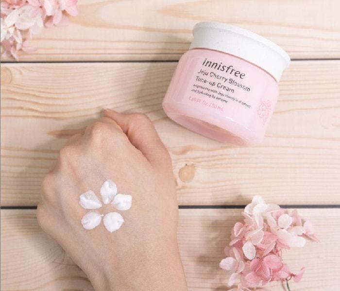 kem dưỡng trắng da innisfree màu hồng